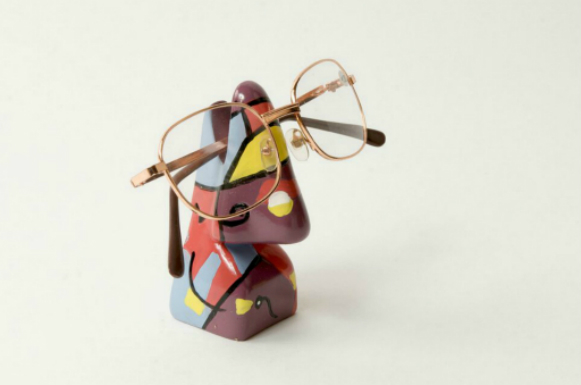 Abstract Nose Eye Glass Holder 6