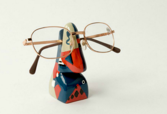 Abstract Nose Eye Glass Holder 9