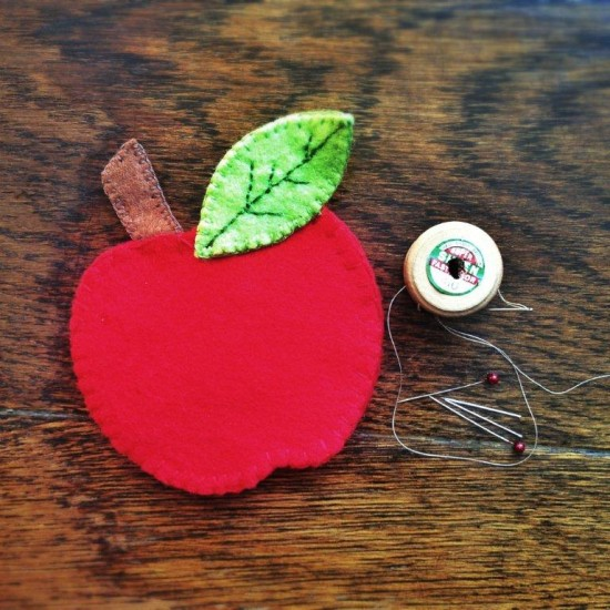 'Apple Needlecase' Sewing Kit